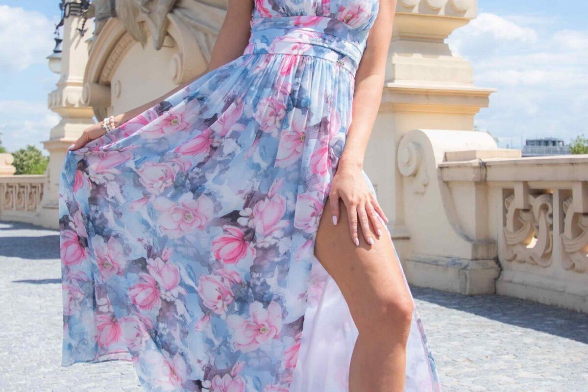 sukienka maxi z rozcięciem